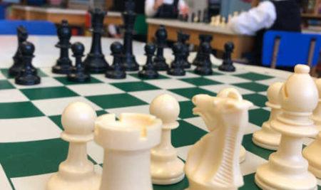 Jouer aux échecs à l'école